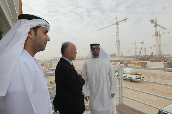 IAEA Director General Yukiya Amano (centre) at Barakah nuclear power plant construction site, with Mr. Mohamad Al Hammadi (right), Chief Executive Officer of the Emirates Nuclear Energy Corporation (ENEC), Ambassador Hamad Al Kaabi (left), Resident Representative of UAE to the IAEA in January 2013