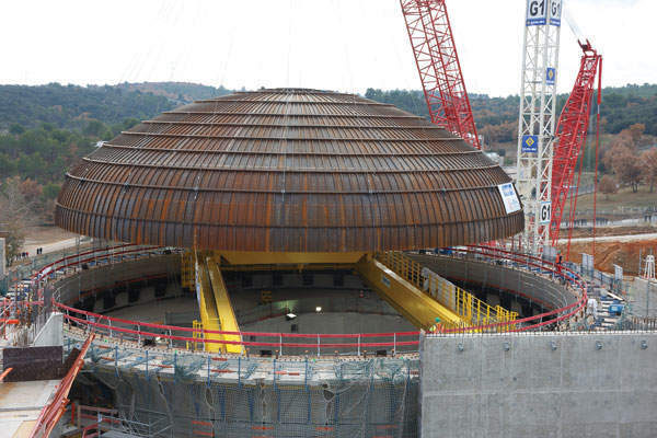 Jules Horowitz reactor dome installation in December 2013