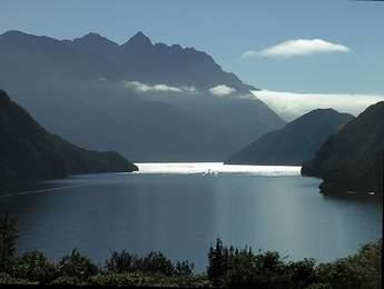 Lake_Manapouri_West_Arm