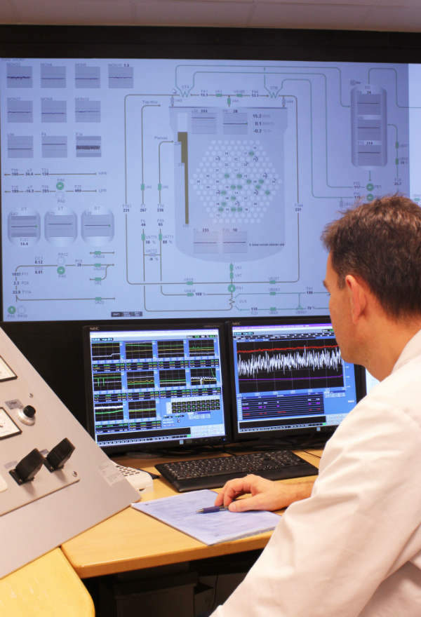 Information rich design for large-screen displays: testing at Halden research reactor