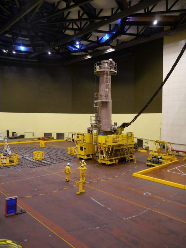 Fuel machines at work refuelling Wylfa 1 by harvesting partially-burned fuel from 2.