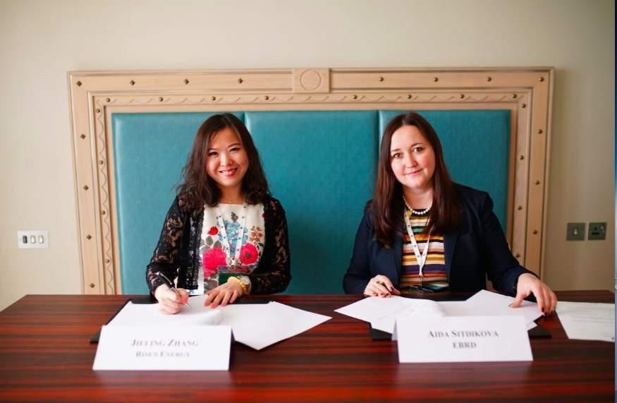Risen-Energy-EBRD-Signing-ceremony