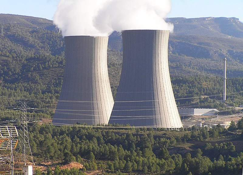 Cofrentes_nuclear_power_plant_cooling_towers