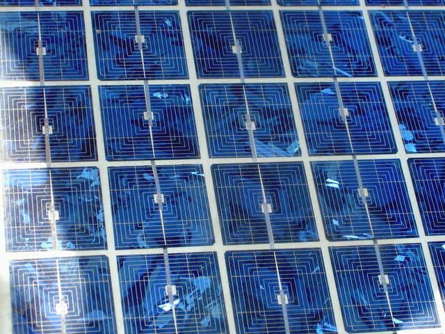 solar-cells-1464935-640x480