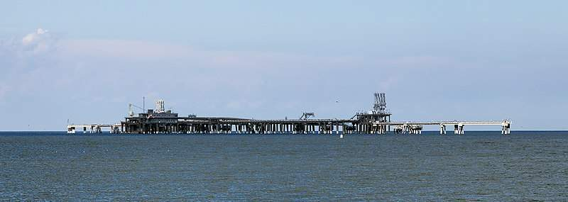 800px-Cove_Point_LNG_pier_MD1