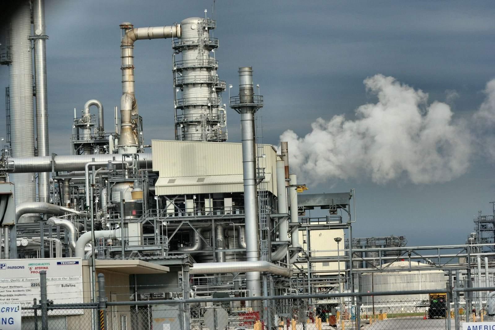 petro-chemical-plant-1313597