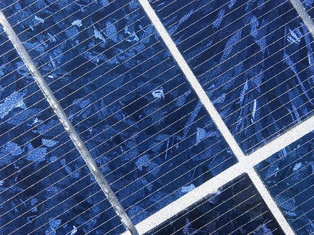 solar-cells-1199853-640x480