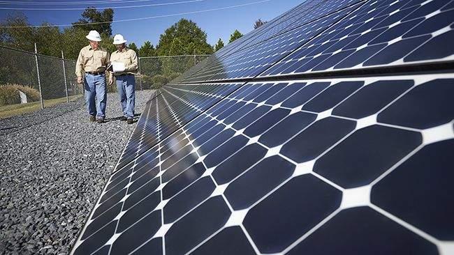 Duke-Energy-Two+solar+panel+technicians