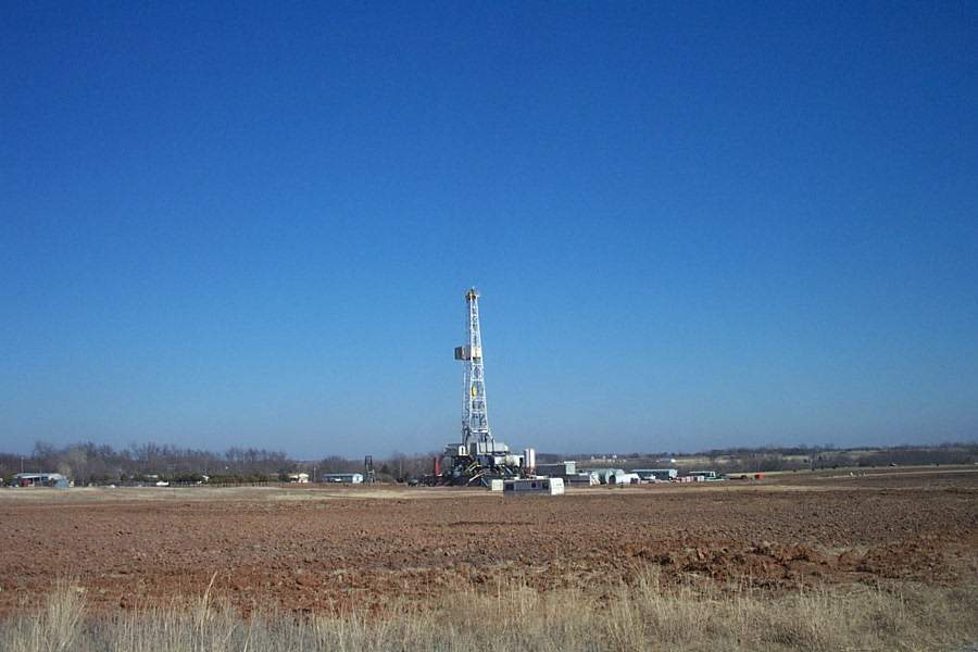 oil-drilling-rig-1477861