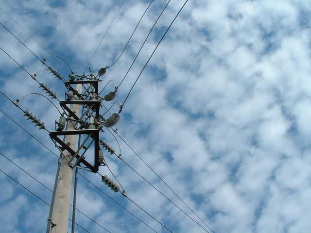 power-lines-4-1515190-640x480
