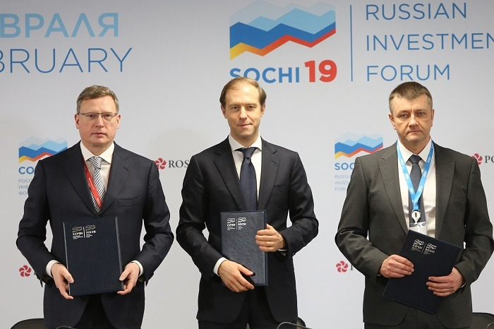 Gazprom Neft, Omsk sign investment contract for oil refining catalyst plant