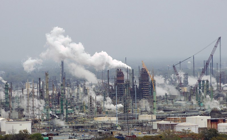 800px-Exxon_Mobil_oil_refinery_-_Baton_Rouge,_Louisiana