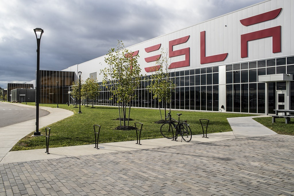 Is Tesla gearing up to ditch solar power in a bid to dominate the electric vehicles market?