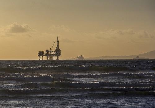 mon-oil-platform-484859_960_720