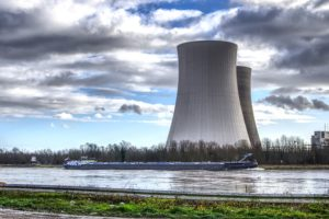 Explaining the top nuclear power pros and cons