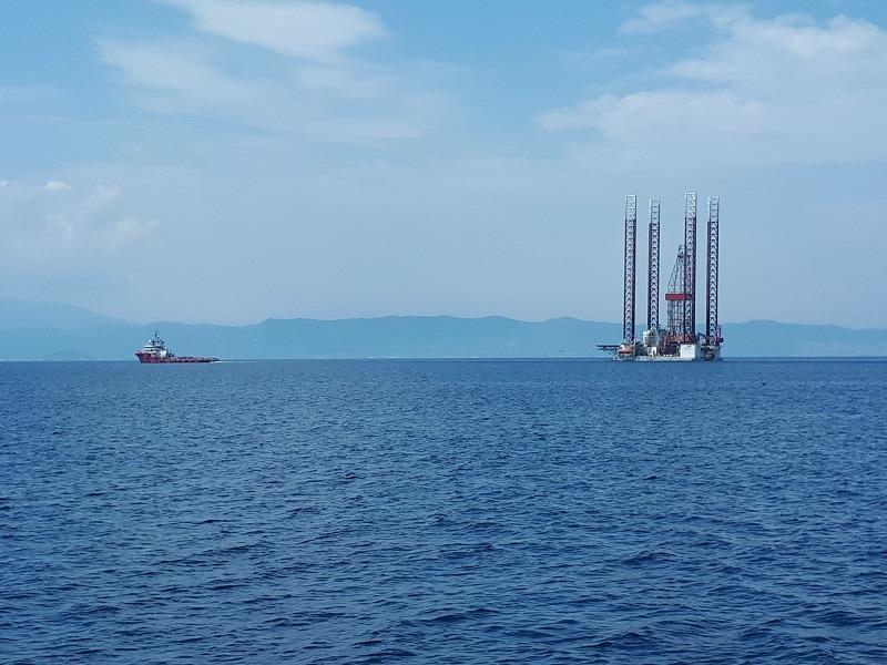 rig-towed-to-epsilon