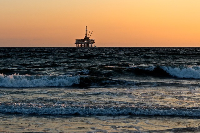 oil-rig-2191711_640(2)