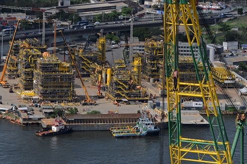 Brasa shipyard_aerial picture_modules under construction_April 2015.jpg