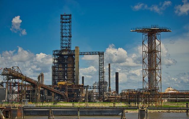 oil-refinery-3713276_640