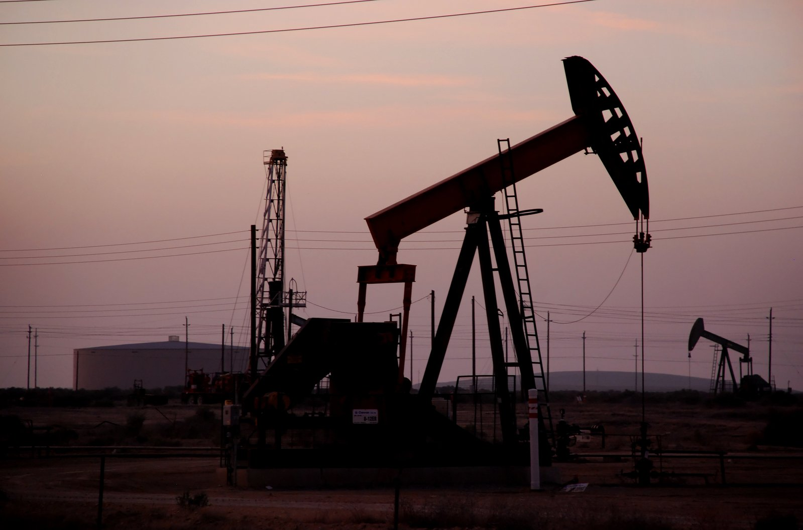 Eni begins production from Egypt's Western Desert, makes new oil discoveries