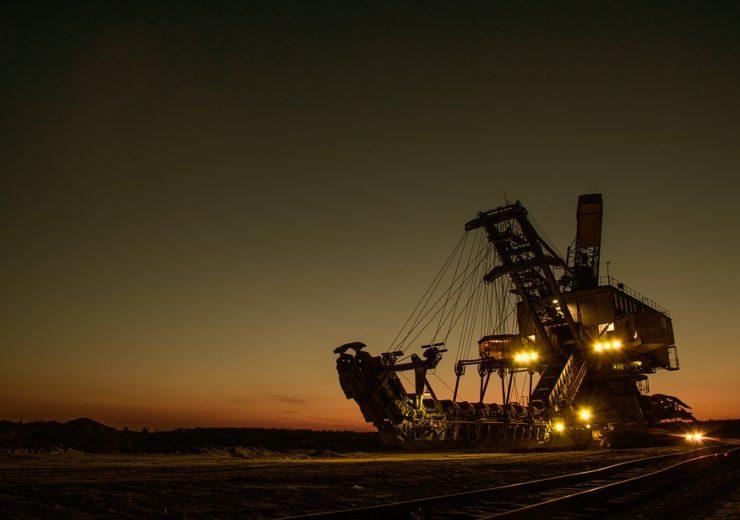 mining-excavator-1736289_960_720
