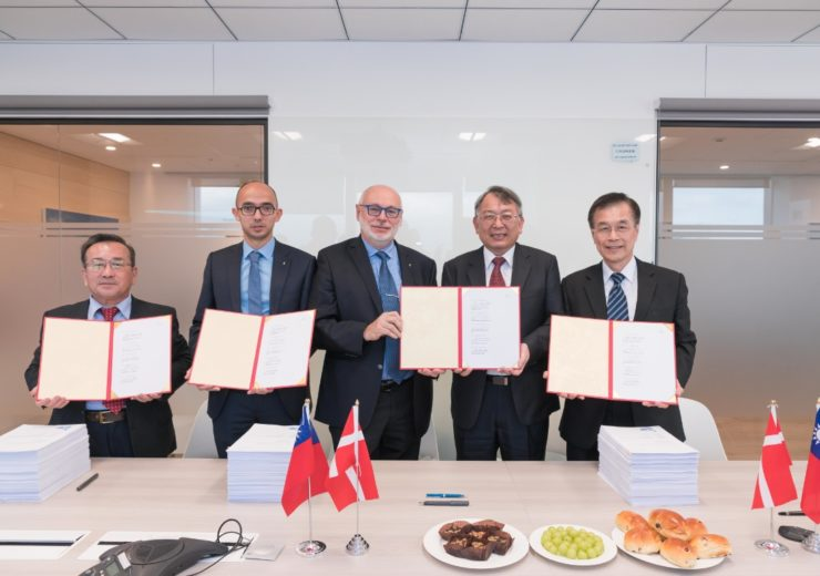 CDWE signs contracts for 300MW Zhong Neng offshore wind farm