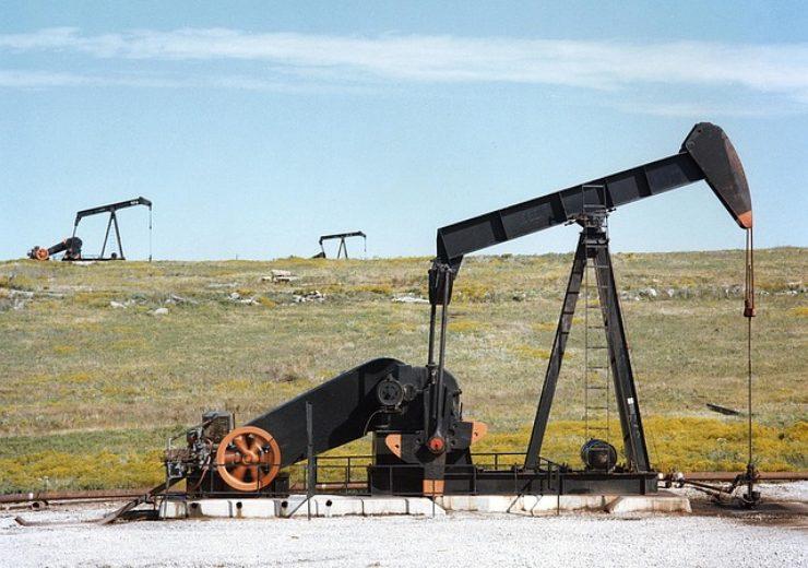 oil-pump-jacks-1425456_640