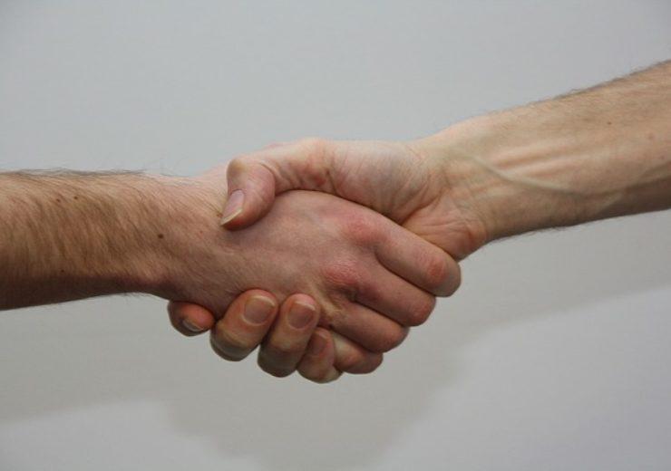 hands-1439397_640