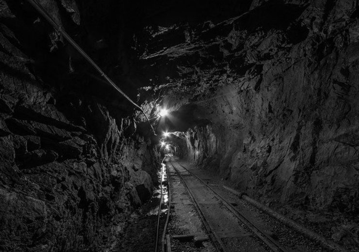 tunnel-957963_640