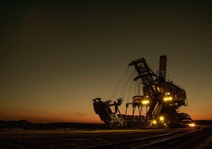 mining-excavator-1736289_640
