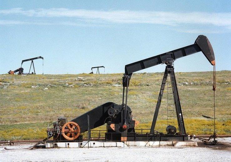 oil-pump-jacks-1425456_640 (2)