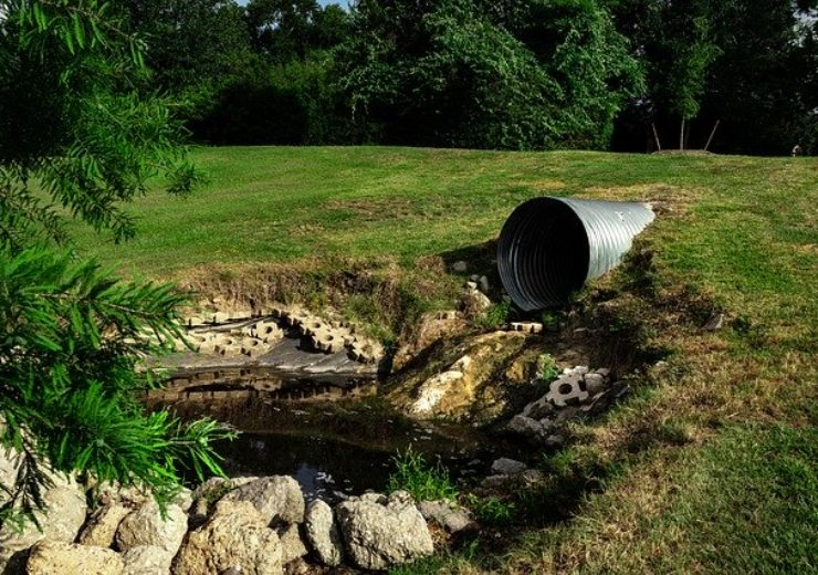 sewage-pipe-polluted-water-3465090_640 (1)