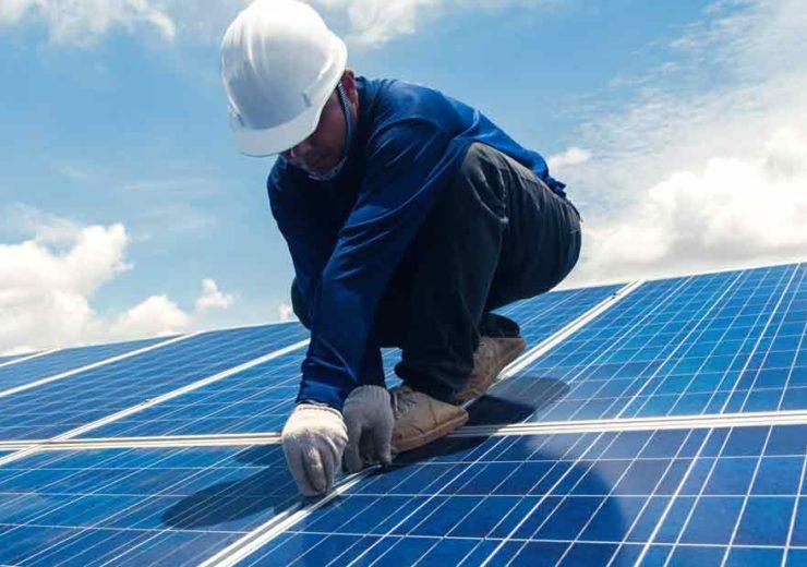 a1-egypt-man-solar-panel