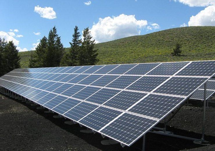 solar-panel-array-1591350_640