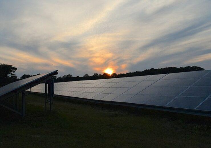 solar-panels-2458717_640 (1)