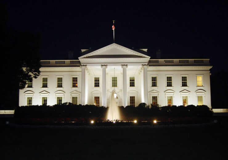 1200px-The_White_House_at_night,_2011
