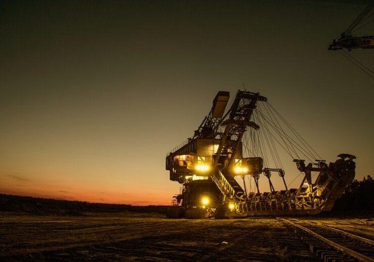 mining-excavator-1736293_640