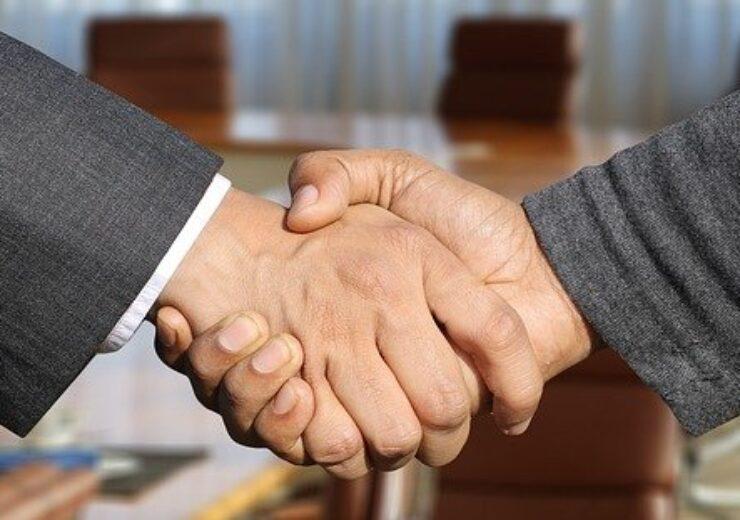 shaking-hands-3091906_640