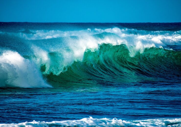 How are major wave and tidal energy projects progressing around the world?