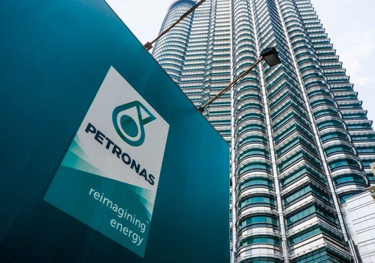 Petronas - Faiz Zaki - Shutterstock 404798890