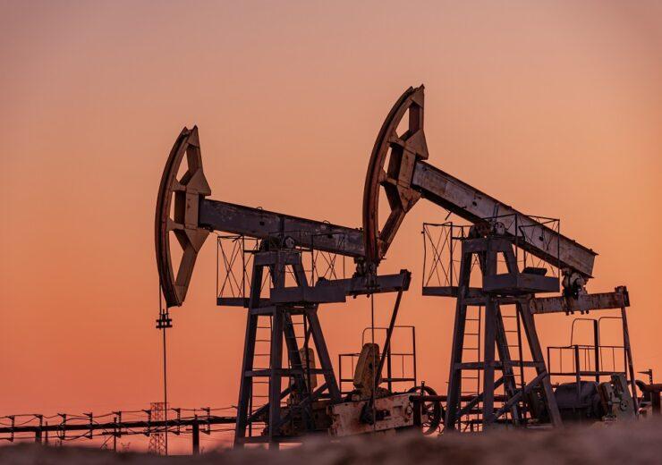Oil pumps - ded pixto - Shutterstock 1719908845
