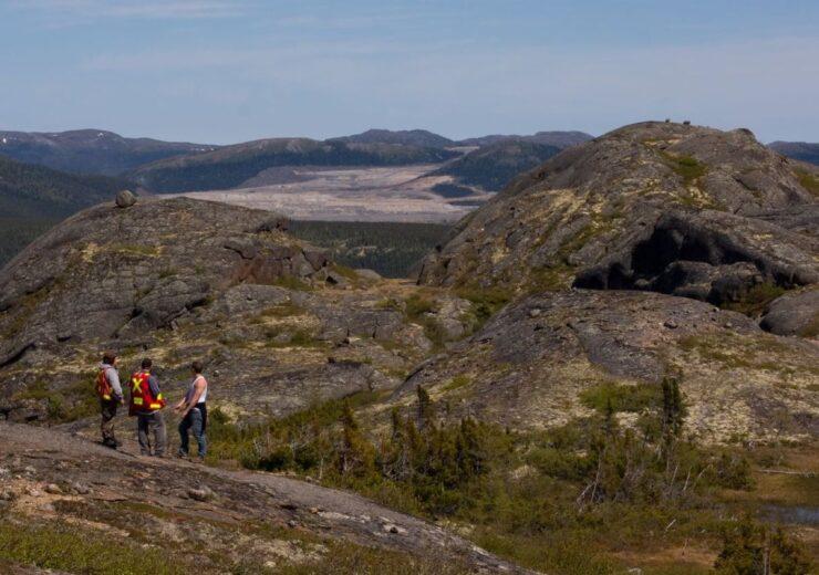 1200px-Geologists_Labrador_Voiseys_Bay_mine