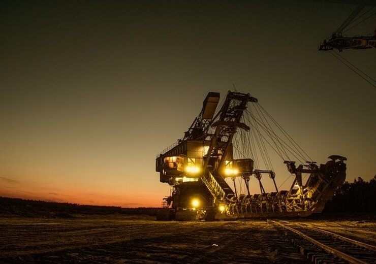 mining-excavator-1736293_640(6)