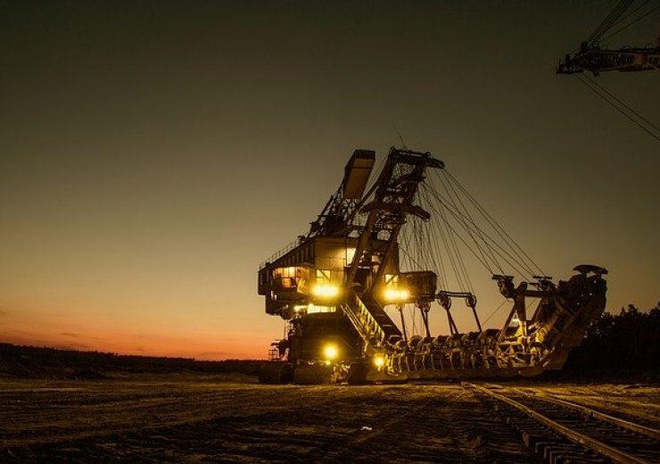 mining-excavator-1736293_640(7)