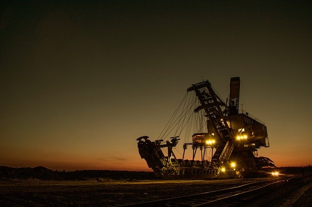 mining-excavator-1736289_640(3)