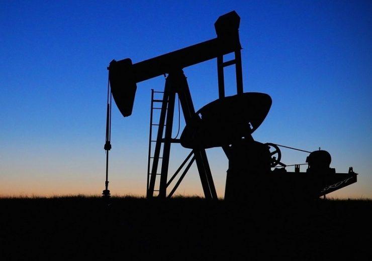 Oil pump - drpepperscott230 - Pixabay